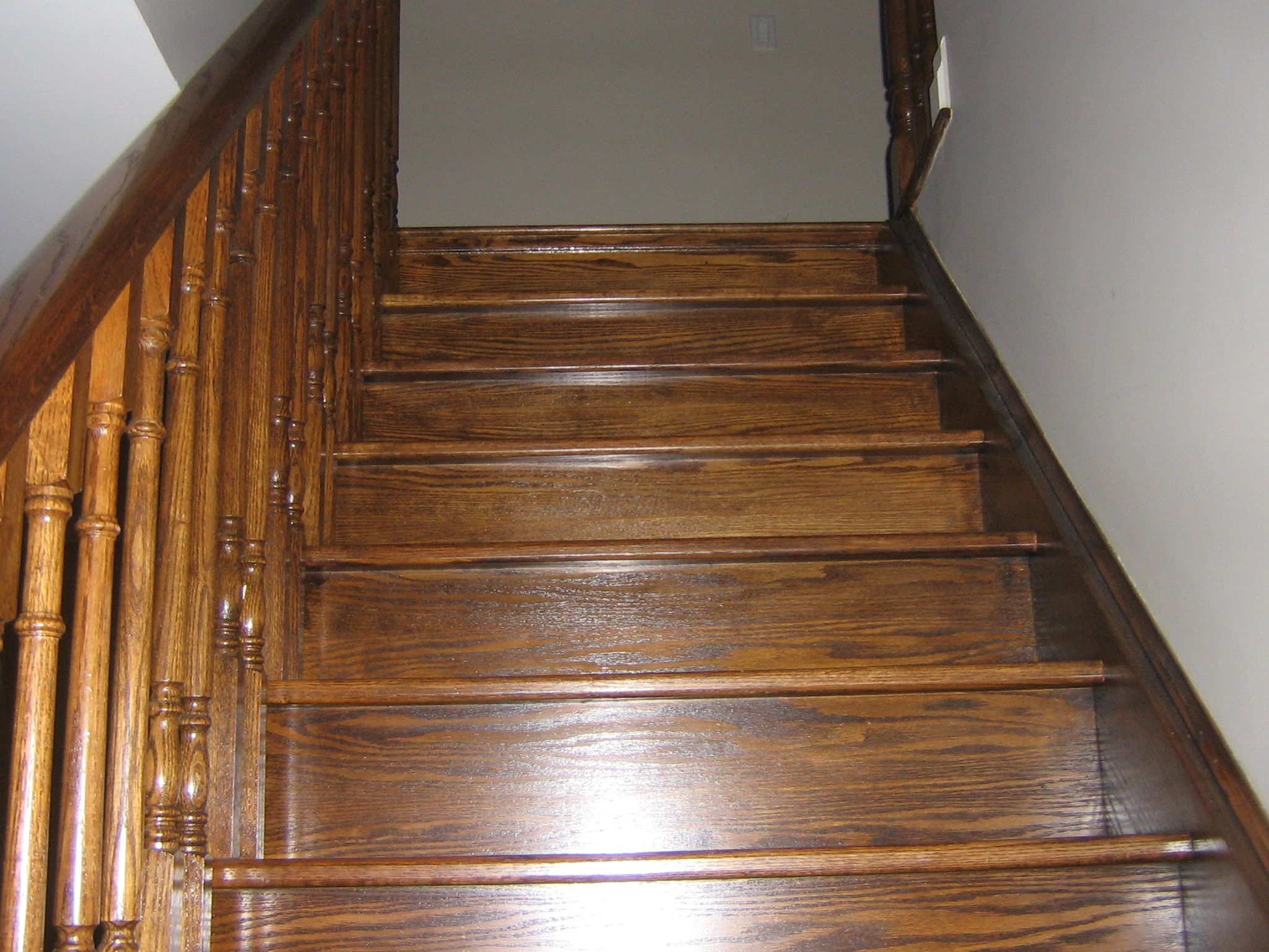 how to finish hardwood stairs
